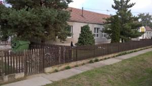 Béketelep iskola épülete az utcafrontról
